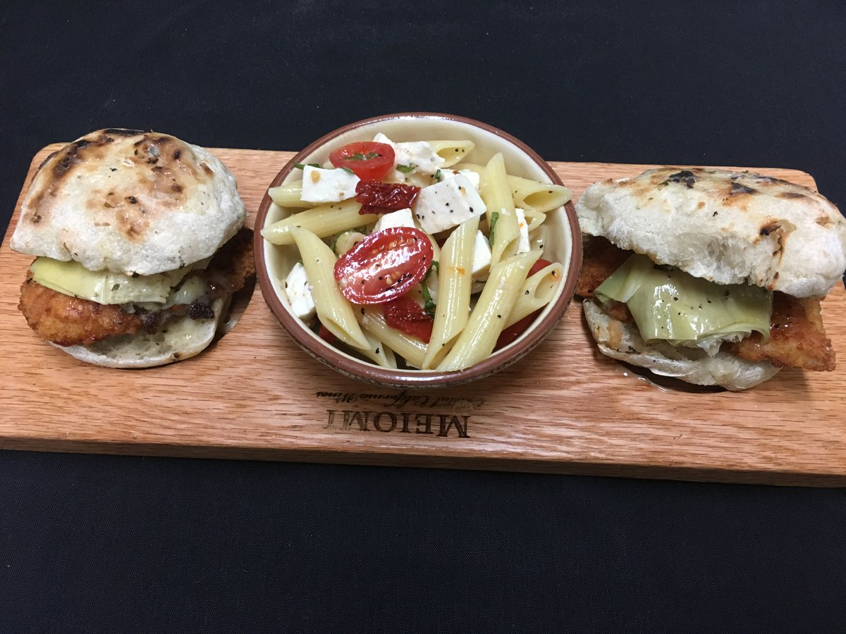 NEW MENU: 3-Course Business Express Lunch Menu  MIX & MATCH delicious dishes for a perfect #lunch with colleagues or #family & #friends.  Try the Chicken Vincent #Panini - chicken Vincent, artichoke hearts, lemon butter, & side of #pasta #salad. https://t.co/BYf9ngMAoO