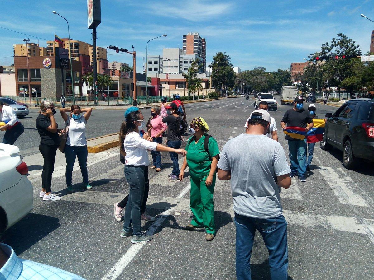 #28Sep | EN LAS CALLES😤 Concentración en la Av. Lara con Av. Los Leones de #Barquisimeto en rechazo por precariedad de servicios básicos y falta de gasolina en el estado.  📸@jesusreportero1 https://t.co/cQpEsdRE7C