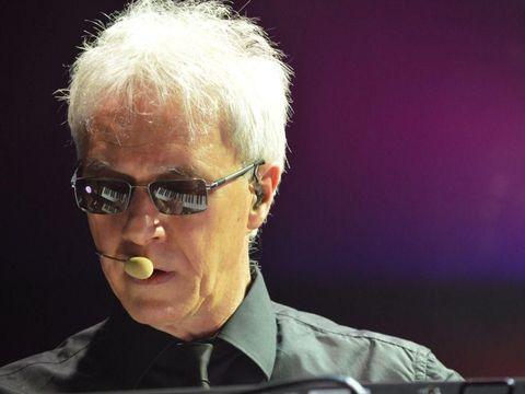 Silvio Capeccia, 'Vivo da re' dal vivo al pianoforte per Rockol https://t.co/3CiMBcBFi4 https://t.co/y94JcqVCTU