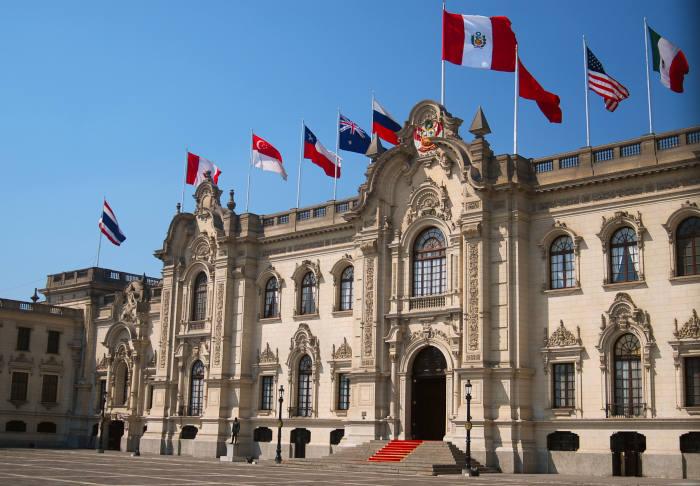 #NoticiasFIIAPP   El proyecto contra el crimen organizado en #Perú ha iniciado unos talleres para formar al poder judicial peruano @MinjusDH_Peru en materia de #ciberdelincuencia y #cooperación judicial. Un trabajo junto a @interiorgob y @justiciagob.   👉https://t.co/BY8BilGSZP https://t.co/8JR2Pd4Crp
