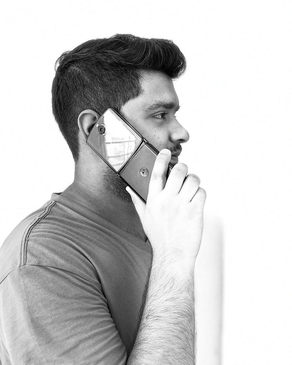 Showing off #motorazr5g #Motorola #shotoniphone #iPhoneSE #fold https://t.co/uWZZFKv54f
