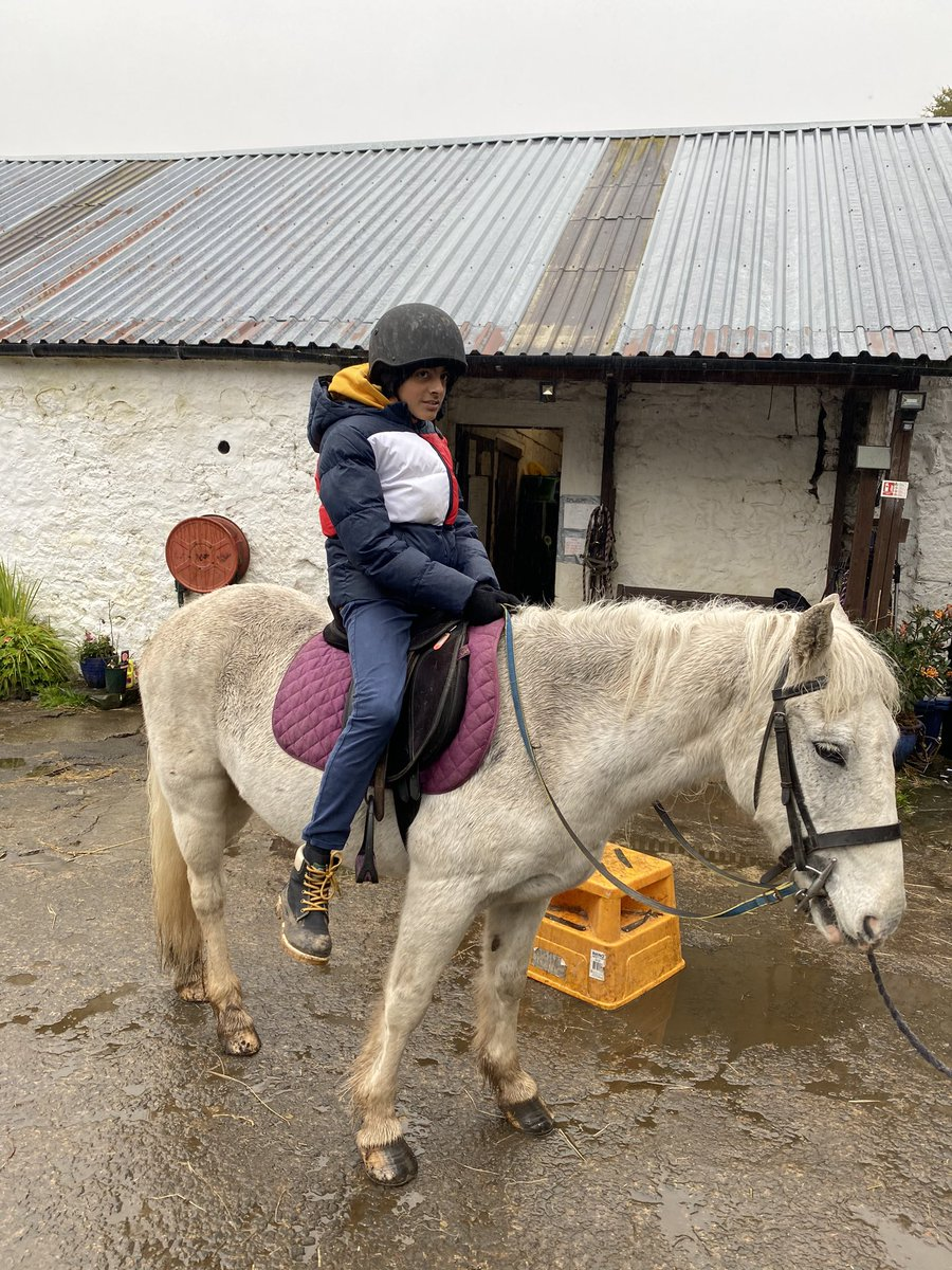 A bit wet🌦 today however that will not stop us Horseriding 🐴👌🏼💫#Horseriding #strathblane @JuniorMarwaha #thegreatoutdoors #bankholidayweekend #MondayMotivation  🌈🐴😜💫 https://t.co/c49hLescVn