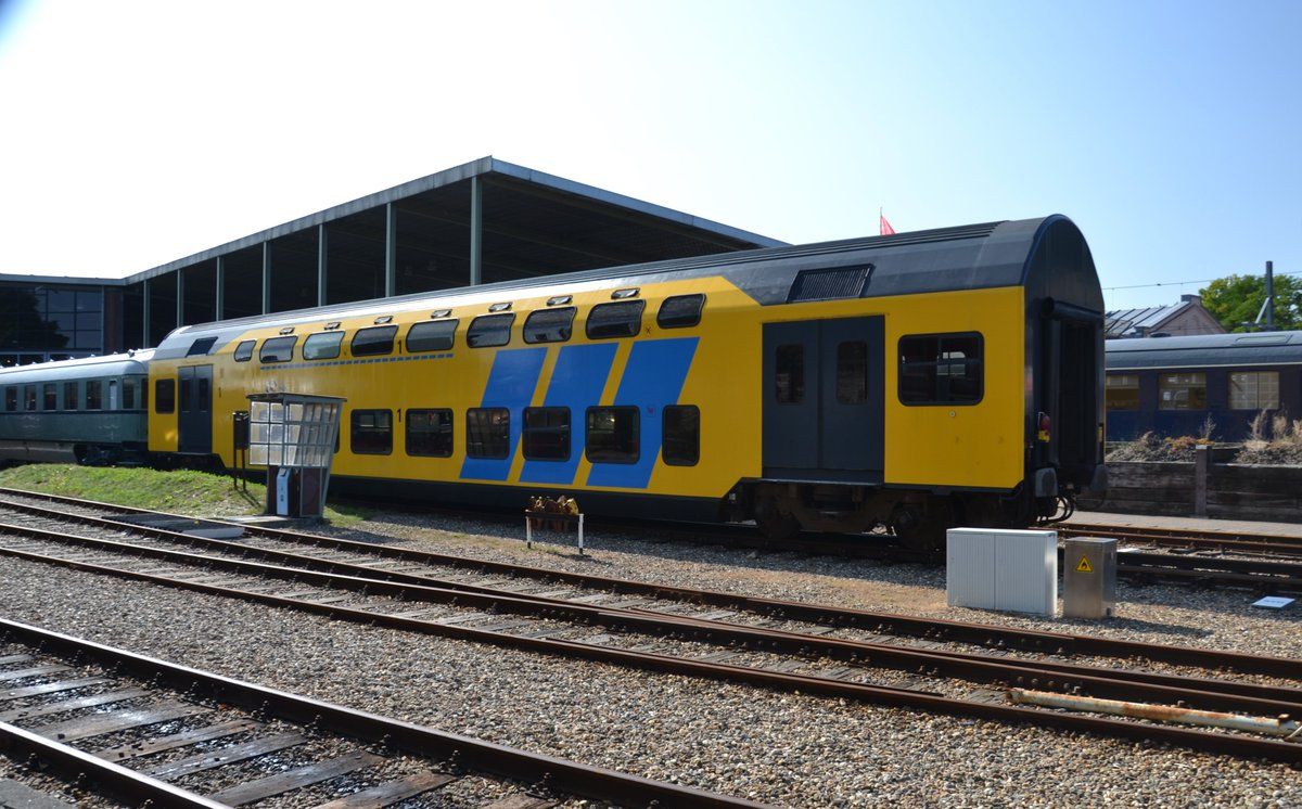 And even some more modern railway carriages and locomotives could be spotted.... I like the red-yellow #Benelux #train  on which I worked between Brussel and Amsterdam. https://t.co/niMa6ZYSxy