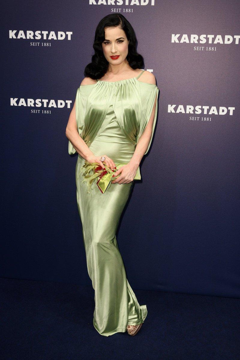 本日48歳の誕生日を迎えたバーレスクの女王、ディタ・フォン・ティースの、ミステリアスな変わらぬ美しさを振り返る!