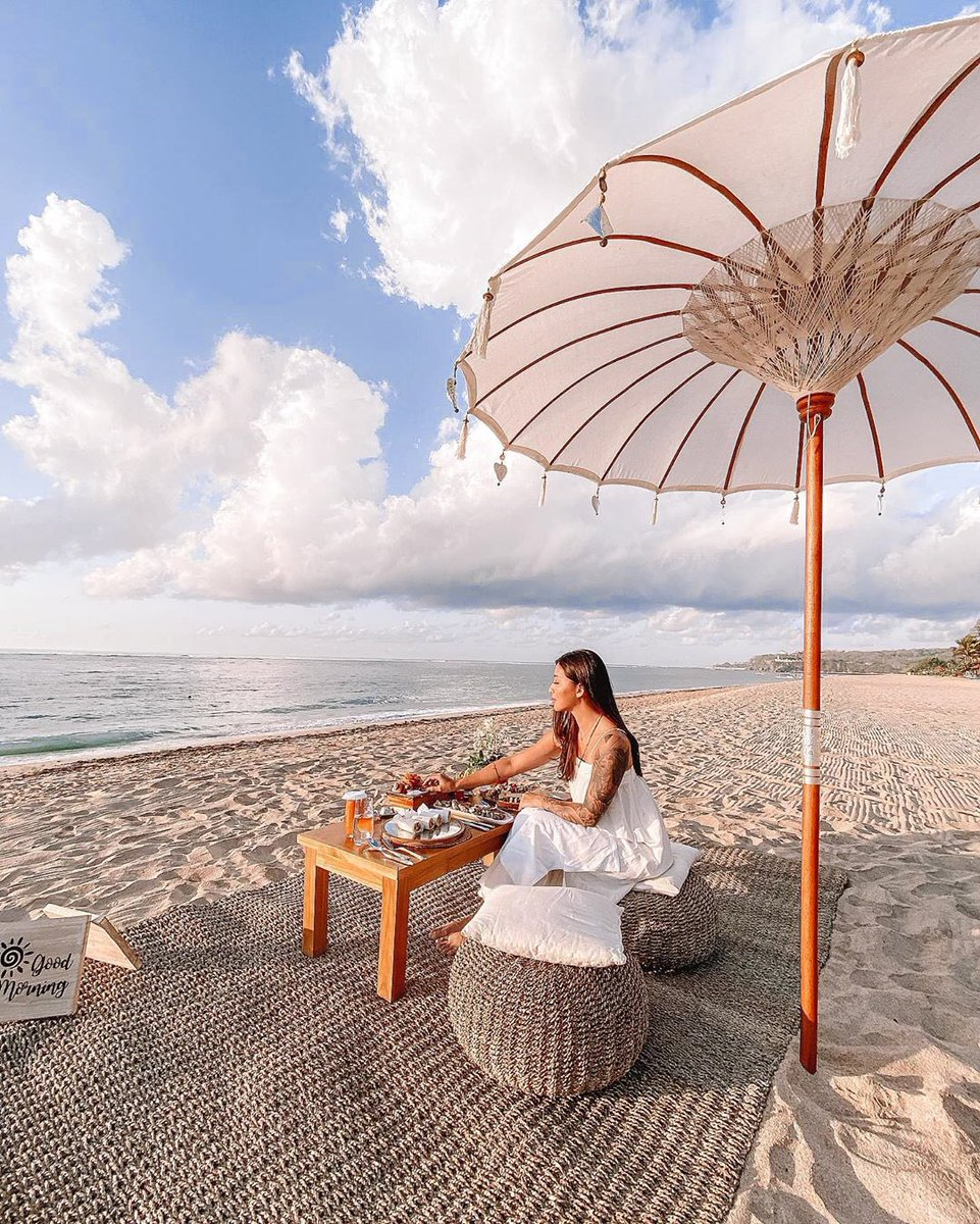 Wake up before sunrise and enjoy an early morning breakfast picnic to start your day with this dreamy sunrise view over majestic Indian Ocean only at The St. Regis Bali Resort. —— Captured by malvava #StRegisBali #StRegis #LiveExquisite https://t.co/wQXMWq0e5J