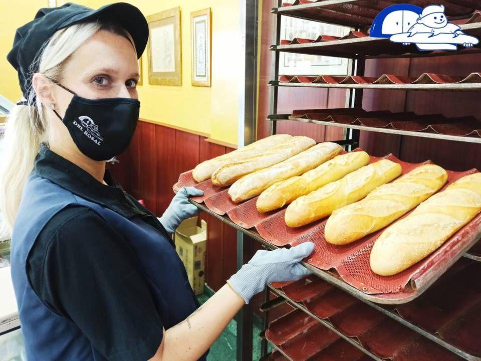 Sacamos hornadas de pan caliente continuamente en nuestras tiendas. Encuentralas aqui 👉https://t.co/INJSbwBubt.⠀ .⠀ .⠀ #Almeria #pandelrosal #roscos #panaderia #septiembre#calor #delicioso #tiendas #love #happy #feliz #calor #bread #masa #masamadre #madre #2020 https://t.co/2kFfXOA1lS