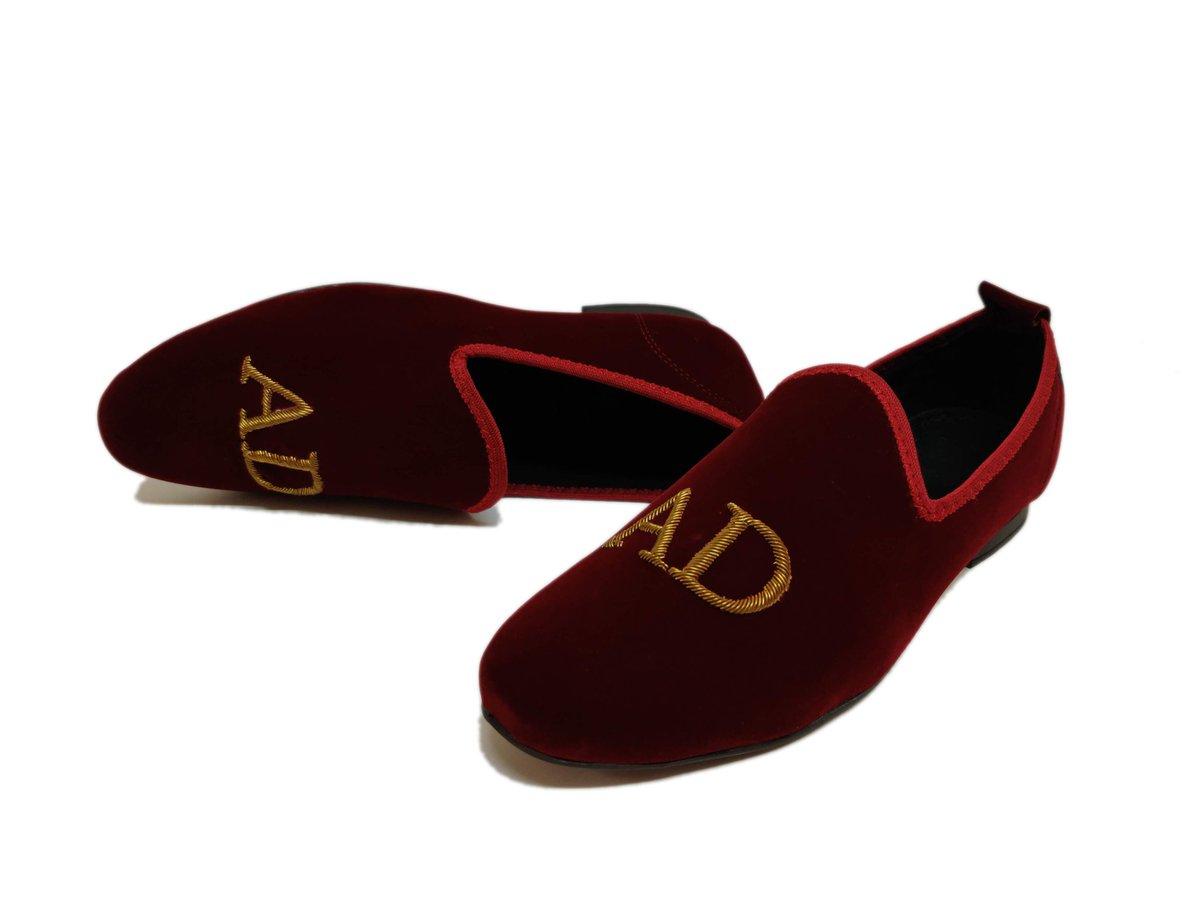 @VelourIndia #monogram #cherry #red #velvet #SlipOn #initials #shoes #tranding #slowfashion #artesian #luxurylifestyle #OOTD #fashionblogger #weddingdress #WeddingVows #tuxedoShoes #beautiful #love #customizable #fashionaddict #handmade #handmadewithlove #custom #oxfordStyle https://t.co/qHPJyhR5yC