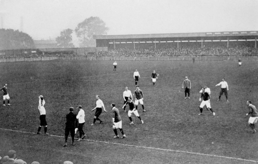 """If you think that's bad though, throw-ins were absolute chaos before 1873. The rule was simply, """"The throw is awarded to the first player to touch the ball after it goes out of play"""".   Some players were just born in the wrong era...  Let us know any rules we've missed! https://t.co/vIvUfuQKCG"""