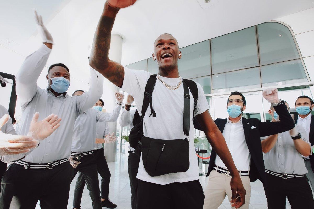 E o sorrisão do campeão @StyleBender 🏆 ao se despedir da Ilha da Luta? 🤩 #UFC253 ( @ADShowdownWeek ) https://t.co/TyDhPNFyrK