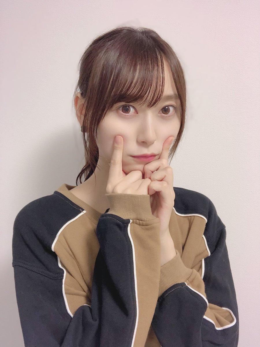【ブログ更新 新4期生】 ポーズ迷走中☺︎弓木奈於