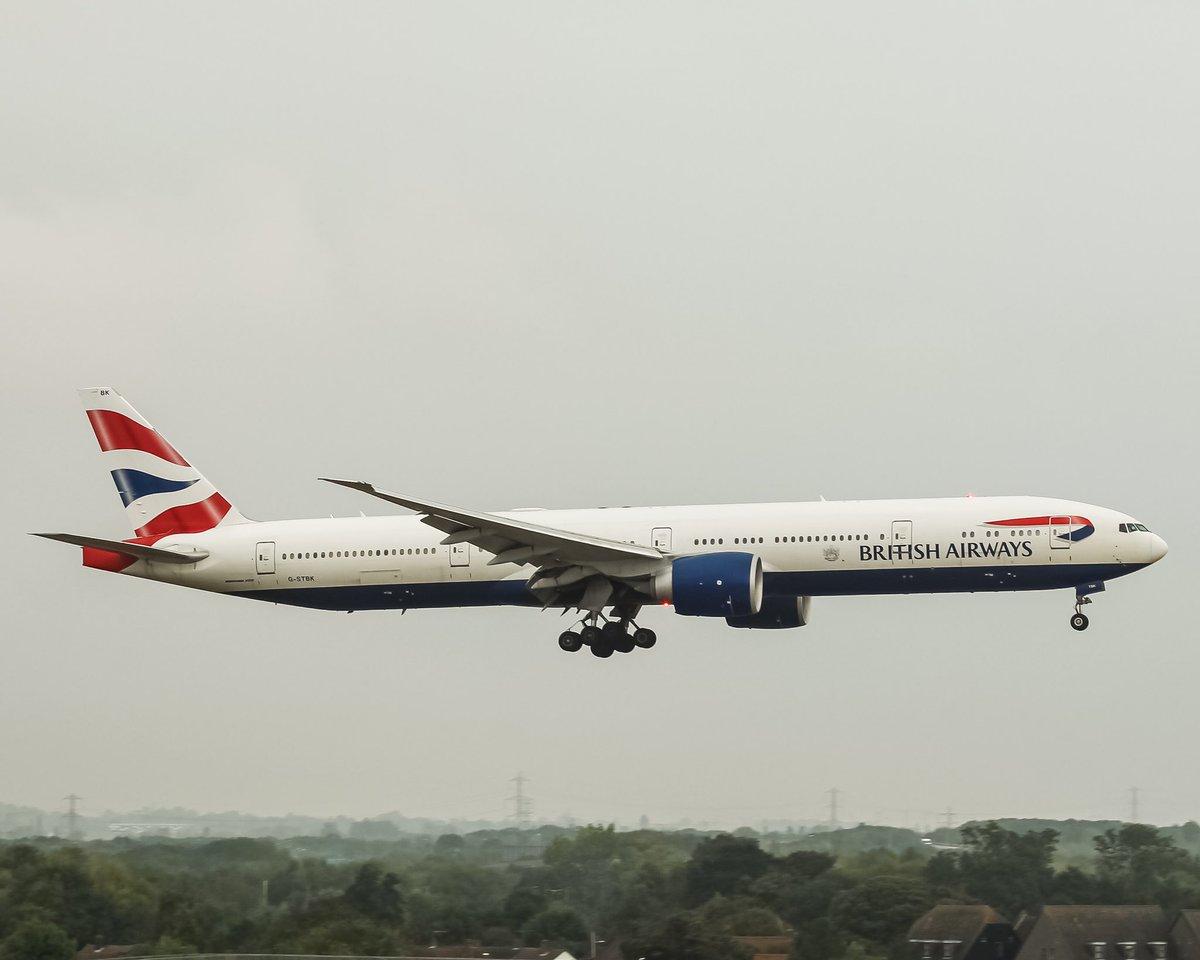 Double 🚨 shot @British_Airways @Boeing 777 G-STBK arriving into @HeathrowAirport after long haul flight from Mumbai #aviationphotography #aviation #AvGeek #aircraft #b777 #britishairways #plane #planespotting #aviationdaily #aviationlovers https://t.co/027piUli8a
