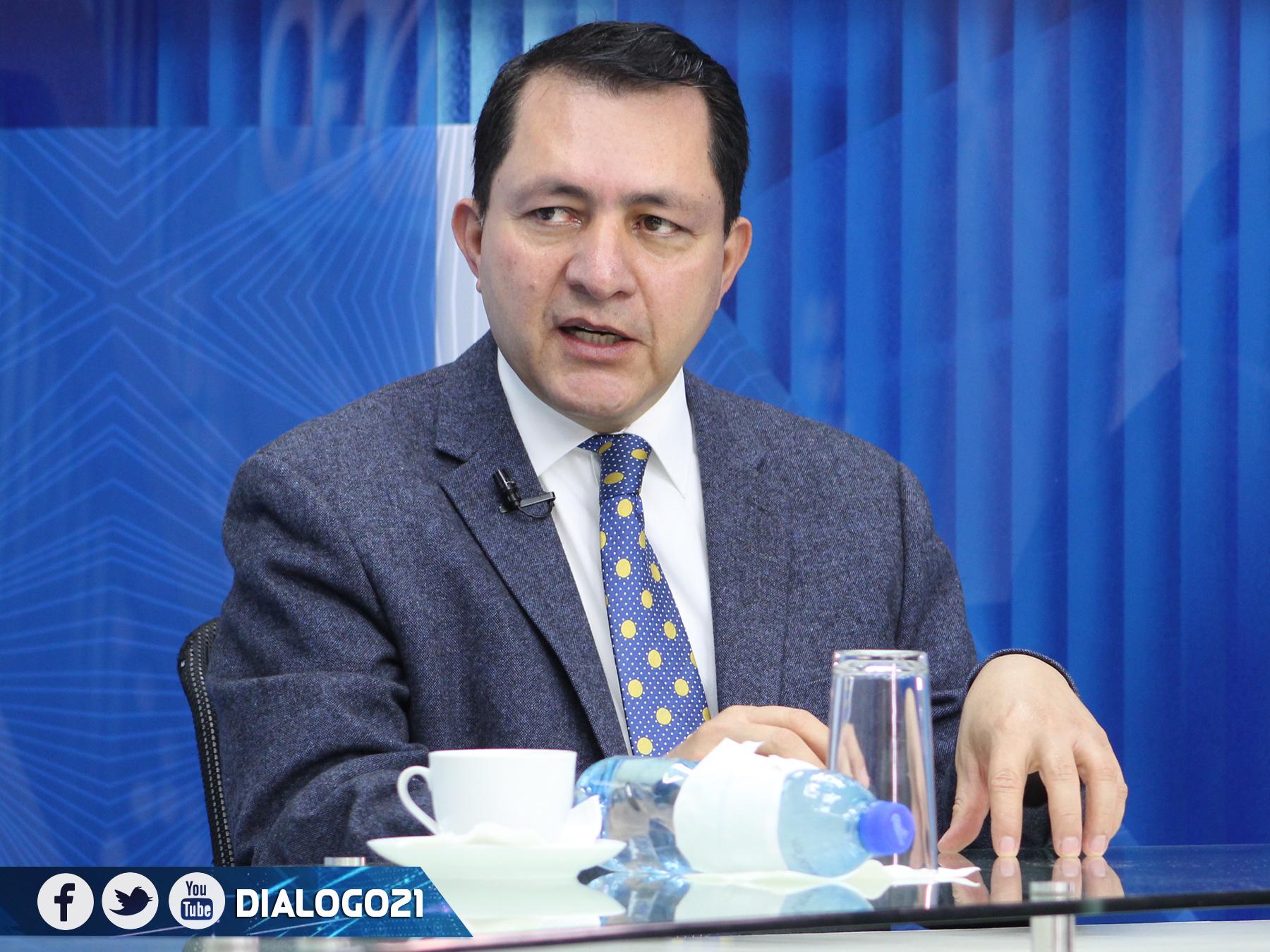 Mario Ponce: No es momento para reformas constitucionales
