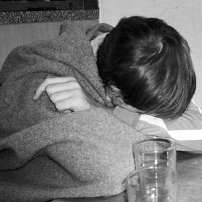 कभी कभी इंसान इस हद तक बेज़ार हो जाता है, के दिल करता है  घर के किसी कोने मे बैठ कर खुद के सामने ही हाथ जोड़ लिए जाए😔  #rekhta #urdupoetry #poetry #pain https://t.co/fysl5Rdg0W