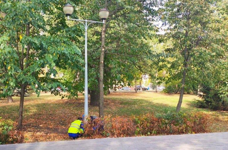 На бульваре Сорокина в Липецке заменили опоры освещения. Работы провели специалисты «Липецкгорсвет» в рамках федерального проекта «Формирование комфортной городской среды» нацпроекта «Жилье и городская среда». Все 30 опор выполнены в стиле Петровской эпохи. https://t.co/oNKjK3CwTe