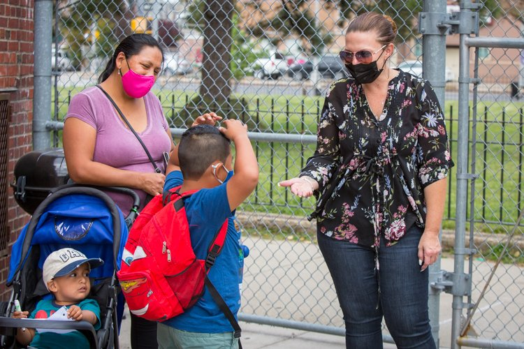 At Saturday's backpack giveaway at PS 329 @PrideEast in East Elmhurst, Queens, Chapter Leader Jessica Baity chats up 2nd-grader Dylan, with his mom Maria Guaman and baby brother. #HereForOurKids https://t.co/q0W3ahtXL7