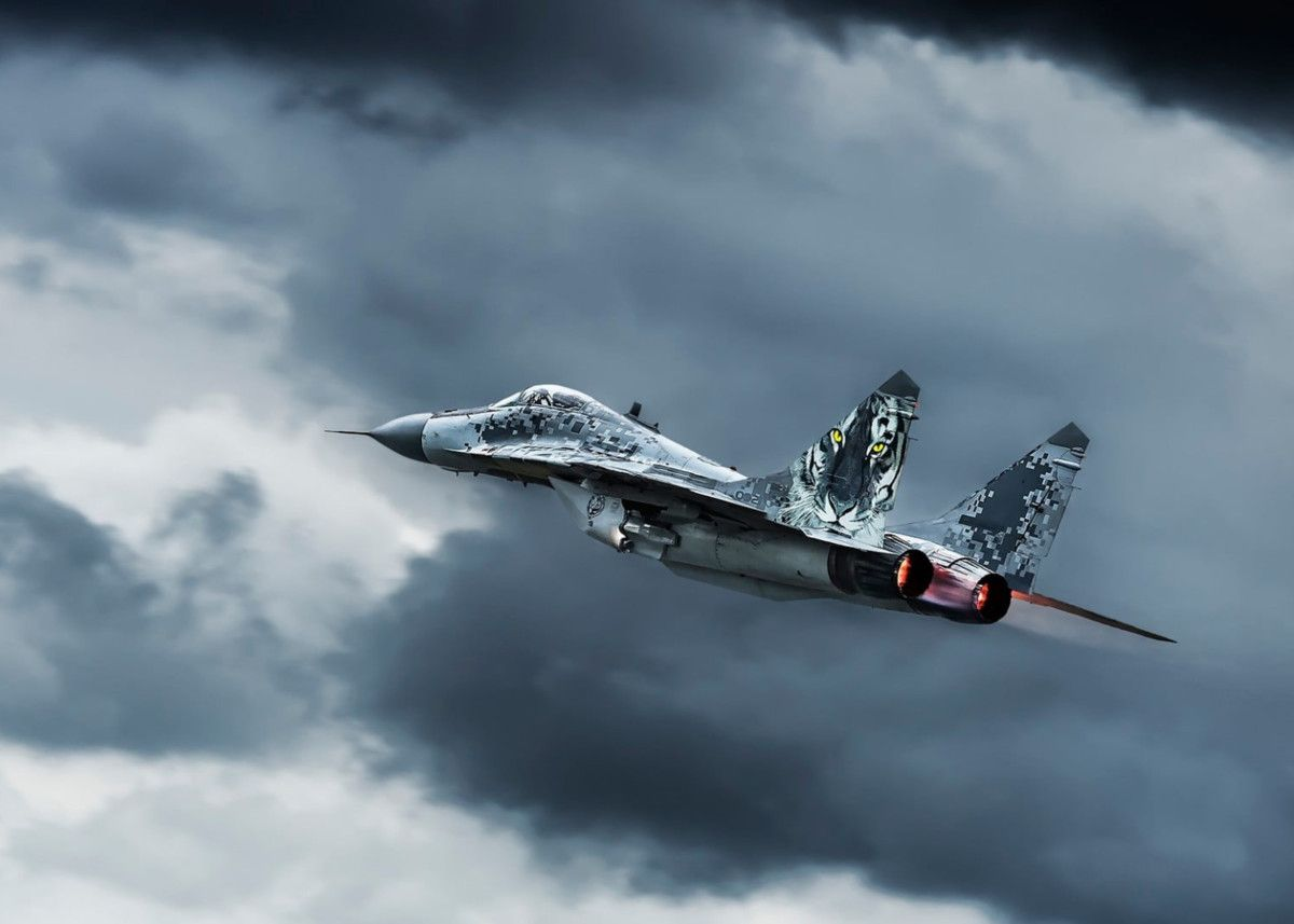 Design: Focus on Maneuverability and Speed #Mikoyan #MiG29 #Fulcrum is the embodiment of a Russian military aircraft. The interceptor and multirole fighter aircraft MiG-29 Fulcrum uniquely combines unbelievable manoeuvrability with great speed.  #airplane #plane #aircraft #combat https://t.co/kU7ynicCx9