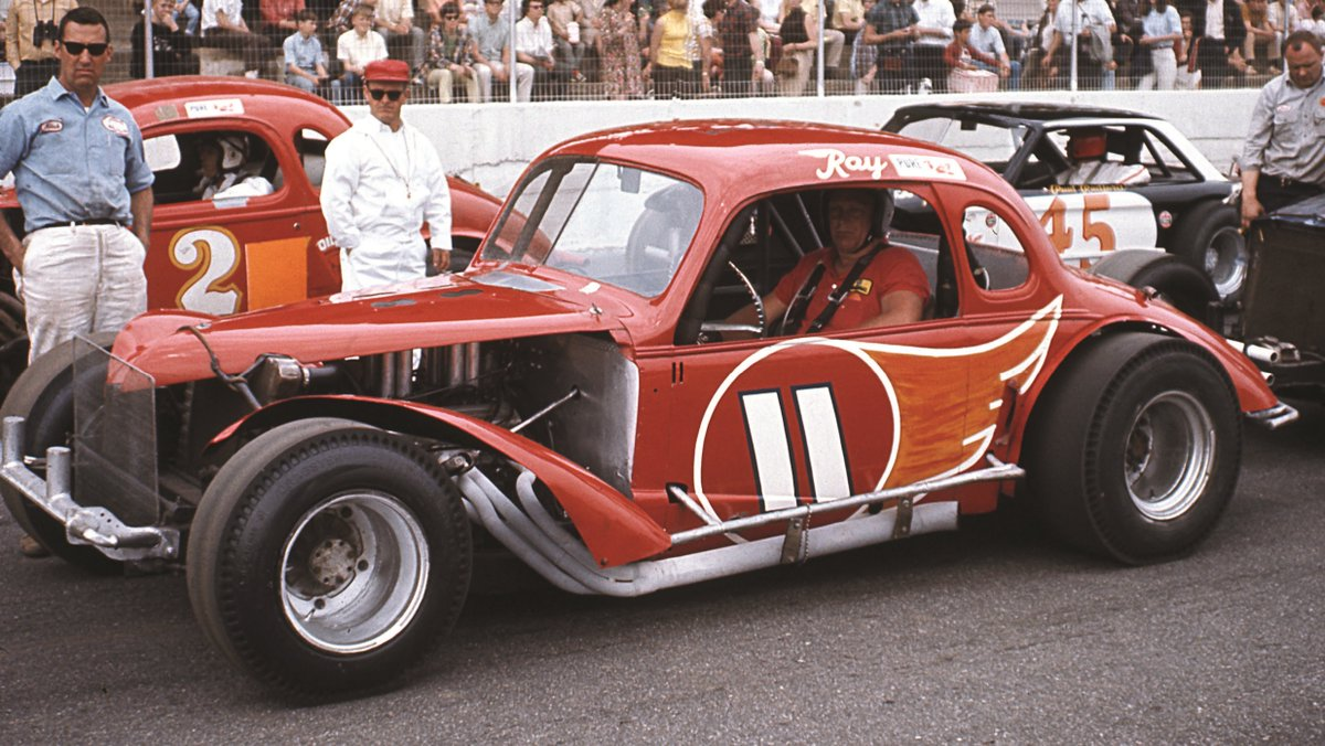 Remembering Ray Hendrick today 4/1/1929 - 9/28/1990 #RIP Virginian Ray Hendrick won over 700 modified & late model sportsman races in his 30+ year career. He won the modified Race of Champions twice & is the winningest driver ever at Martinsville (20 wins). #MrModified 🏁