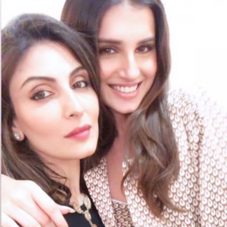 #TaraSutaria Joins BF Aadar Jain's Mum Rima Jain's Birthday Bash & Poses With Riddhima For A Gorgeous Selfie - https://t.co/drK6cPLI4Z #SimplyAmina https://t.co/coMoJJJkqO