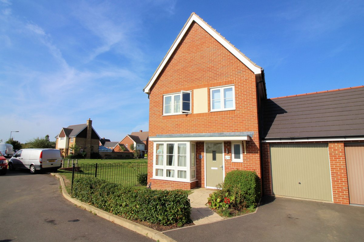NEW - £335,000 - A modern 3 bedroom family home situated on the Berryfields area of #Aylesbury. More info available at... https://t.co/Ko0mqlMF72 @rightmove @Zoopla @PrimeLocation @OnTheMarketCom #ForSale https://t.co/15EACgqk4c