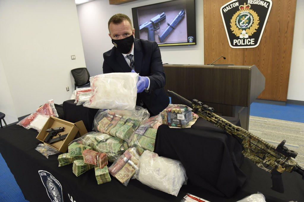 MASSIVE DRUG SEIZURE: @HaltonPolice announce largest fentanyl seizure in HRPS history (over 10 kilograms, valued over $4million) also kilos of crystal meth, cocaine & unknown drug, over $300,000 in cash & weapons - nine individuals facing charges.#Oakville , #MsgaOn https://t.co/h1pQb2ZjdE