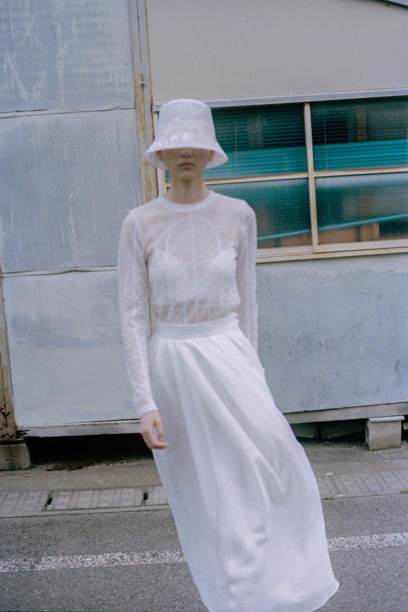黒河内真衣子が手掛ける「マメ クロゴウチ(Mame Kurogouchi)」の2021年春夏コレクション。
