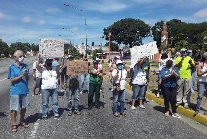 #VIDEO Habitantes de Bararida protestaron en la calle contra el régimen de Maduro #28Sep - https://t.co/cLSgY3DcVX https://t.co/kJUoDdzxz5