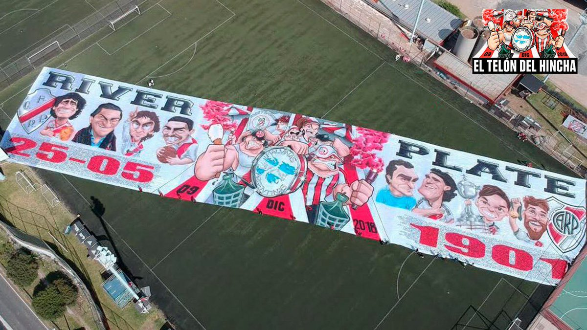 Can't get over the size of this tifo created by @pepeperretta for River Plate's 'Dìa del Hincha', a day celebrating the birth of Ángel Labruna, the club's idol. https://t.co/99JN7OtrZF