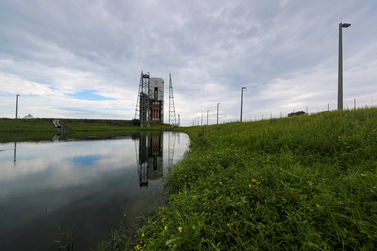 ULA Launch Director Lou Mangieri gave approval and Launch Conductor Scott Barney has instructed the pad crew to retract the Mobile Service Tower at Space Launch Complex-37 for tonight's #DeltaIVHeavy rocket launch of #NROL44. Live countdown updates: https://t.co/GKgbdk3wMm https://t.co/bSdANr9jiT