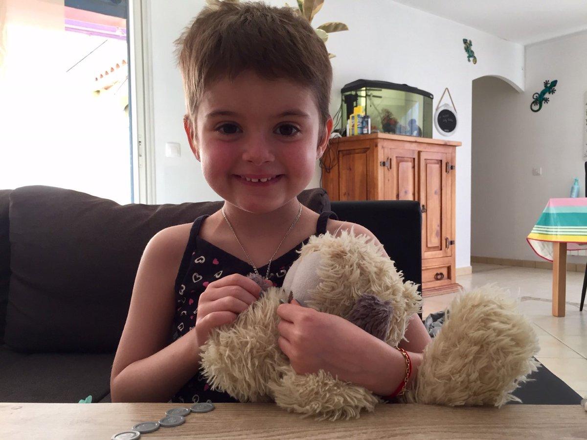 """Emma, 5 ans, """"une guerrière"""" contre la leucémie via @bleuroussillon https://t.co/c0BDpMZ5HB https://t.co/SJOVJk7g9x"""