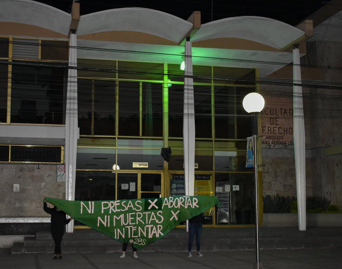 #SLP Colectivos demandan despenalización del aborto en SLP | La Zona Metropolitana amaneció con mantas alusivas al Día de Acción Global por el Acceso al Aborto Libre y Seguro. https://t.co/fOlw1gds21 https://t.co/VDhYAq0aJ1