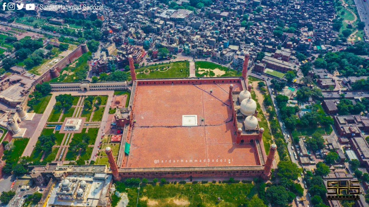 Badshahi Masjid Lahore Pakistan.   https://t.co/8P9fj6vhvL  #badshahiMasjid #lahore #WorldTourismDay #pakistan #masjid #Mosque #shs #drone #photography @PTIOfficialLHR @biselhrofficial @Pakistan_tour @pid_gov https://t.co/OgR0a0U9Ff