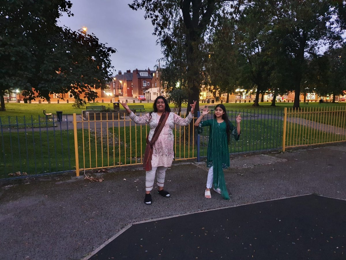 Youth Workers in Holbeck tonight practising social distancing sports and dance. We are following all government guidelines while working with Young People. #Holbeck #leeds #youngpeople #sports #youthgroups #dance https://t.co/okXkfSTg5S