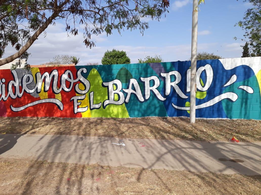 #Sábado Disfrutamos de una hermosa jornada de trabajo, recuperando espacios con y para las vecinas y los vecinos de nuestra #CBACAP🏘🏠🏡 Nos sumamos a pintar 🎨 un hermoso mural en B°Alta Córdoba, luego realizamos una actividad de reforestación 🌳en las cazuelas🌳de las veredas https://t.co/NXFPQN2EIH