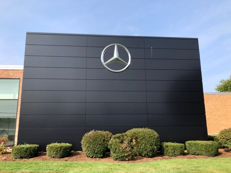 Last year we completed a renovation project for @KnauzAutos in Lake Bluff. So what did we do for an encore? New exterior signage and a #Mercedes-Benz monument wall! https://t.co/8Xh7sQStrJ