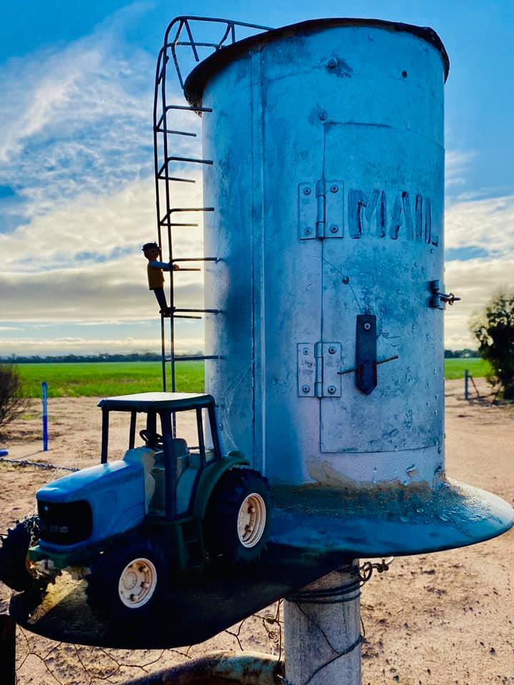 Yep, that's a #mailbox! 😍  This creative box lives in the #WA #Wheatbelt. It really makes you look twice!  📷: via ABC Midwest and Wheatbelt https://t.co/EwowVASnMM