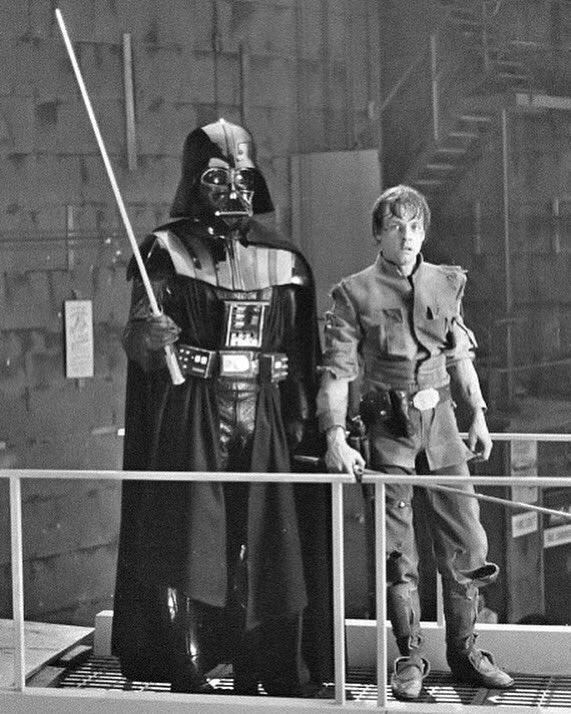 @HamillHimself (#LukeSkywalker) en el set de #StarWars #TheEmpireStrikesBack junto a #DarthVader. https://t.co/V2AjmXaPbD