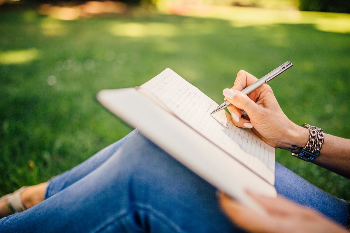 Maintaining a positive attitude can be as simple as writing down 4-5 things you are thankful for in a journal every day. Train yourself to practice gratitude. It pays off in everything you do. #attitudeofgratitude #Thankful #positivity https://t.co/a7ij32Ewmd