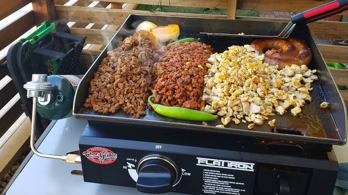IT'S TACO TUESDAY!!! 🌮 🌮 🌮   What's your favorite kind of taco? Chorizo, carne asada, pollo, carintas, al pastor? Let us know! #tacotuesday #chargriller  📷 by @danlopezbbq: 4 meat taco night on the @chargrillergrills , meats picked up from luisbutchershop. https://t.co/WBMxyvmP6S