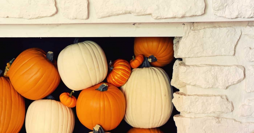 Tips for Filling a Fireplace with Pumpkins - A Beautiful Mess Cute idea or not so much? 🤷🏾‍♀️ What do you think? #BookTheCooke #EXITLoneStarRealty #TomballRealEstate #RealEstate #DecorTips #Crafty  https://t.co/noKtBNVGAH https://t.co/6mnSX5w2vS