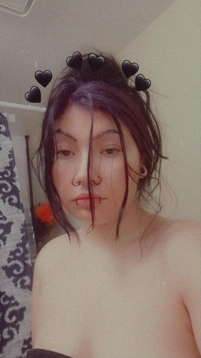 *Disheveled Azula has entered the chat* 💜🖤 XxxxxxxxxxxxxxxxxX  #alternative #altgirl #alternativegirl #emogirl #emo #melancholy #amaturemodel #bodymods #pierced #piercings #gothfasion #alternativefashion #stoner #stoned #azula https://t.co/LQsc3ibqeN