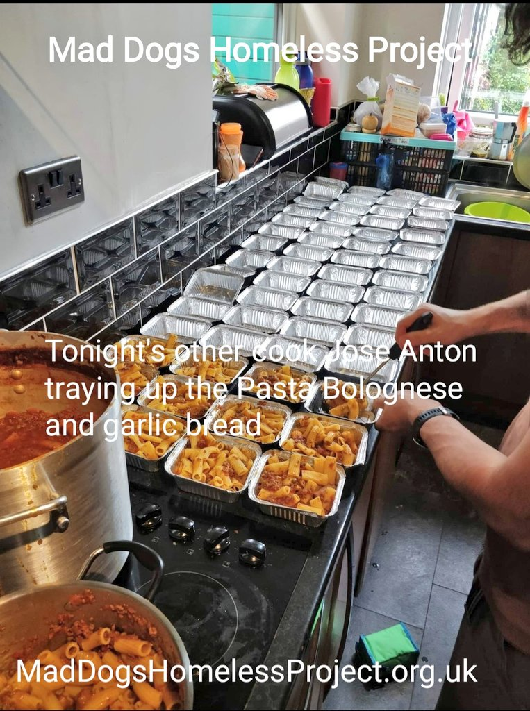 Quiet Thursday as we handed out Margo & José  Antons Pasta Bolognese with garlic bread to our #homeless friends in #Manchester & #Trafford  Thanks to Josés wife Margo Michelle & @Jimh0791  #teamwork https://t.co/3jeNTB1wzU