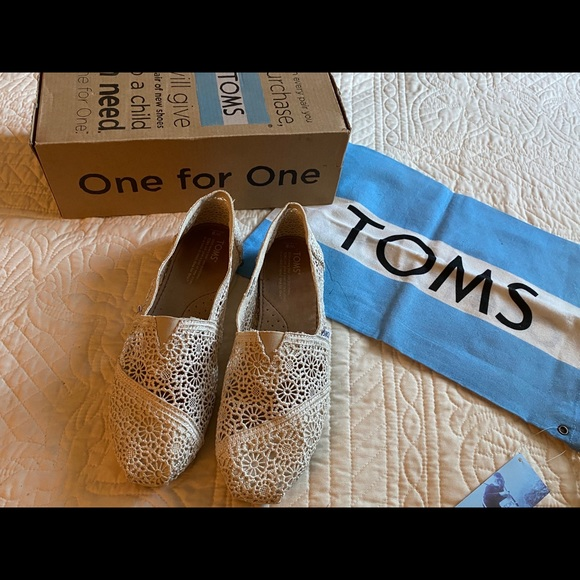 So good I had to share! Check out all the items I'm loving on @Poshmarkapp from @cotrell1003 #poshmark #fashion #style #shopmycloset #toms #sanctuary #oldnavy: https://t.co/5tc3R1GRYW https://t.co/D3zDuk8FD6