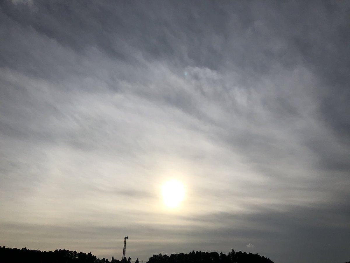❤︎yuiさんぽ❤︎ いつもの道。 いつもの時間。 行きは少し肌寒かったけど、 帰りは汗、かきかき💦 #おはよう戦隊0929 #散歩 #朝活 #イマソラ #彼岸花 #田舎暮らし #スマフォト #ひかり #sky #赤 #お腹すいた https://t.co/QAXEXYdDzY
