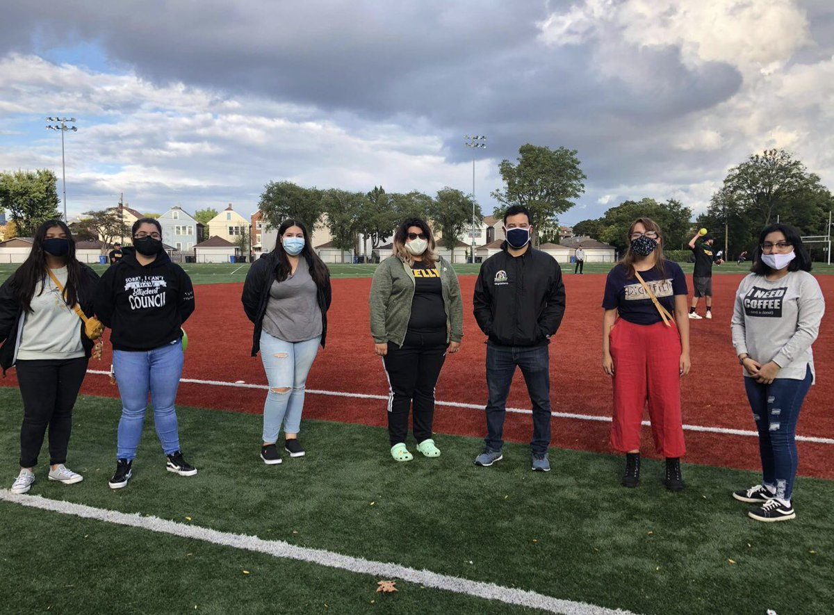 STUCO showing support to our four seniors on the softball team! #KellyPride #Seniors #Classof2021 https://t.co/LGs1lloWRO