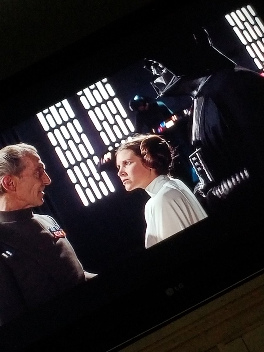 The perfect end to a #StarWars Bday! #ANewHope #PrincessLeia #DarthVader #CarrieFisher #SkywalkerSaga  #TheForceWillBeWithYouAlways https://t.co/cJ5i9XUtvC