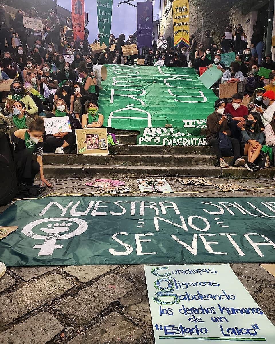 🌈💚#28S En Cuenca se manifiestan colectivas y activistas feministas y #LGBTIQ en el marco del Día de acción global por la despenalización del aborto y el veto del #COS https://t.co/eOXN3HiRcN