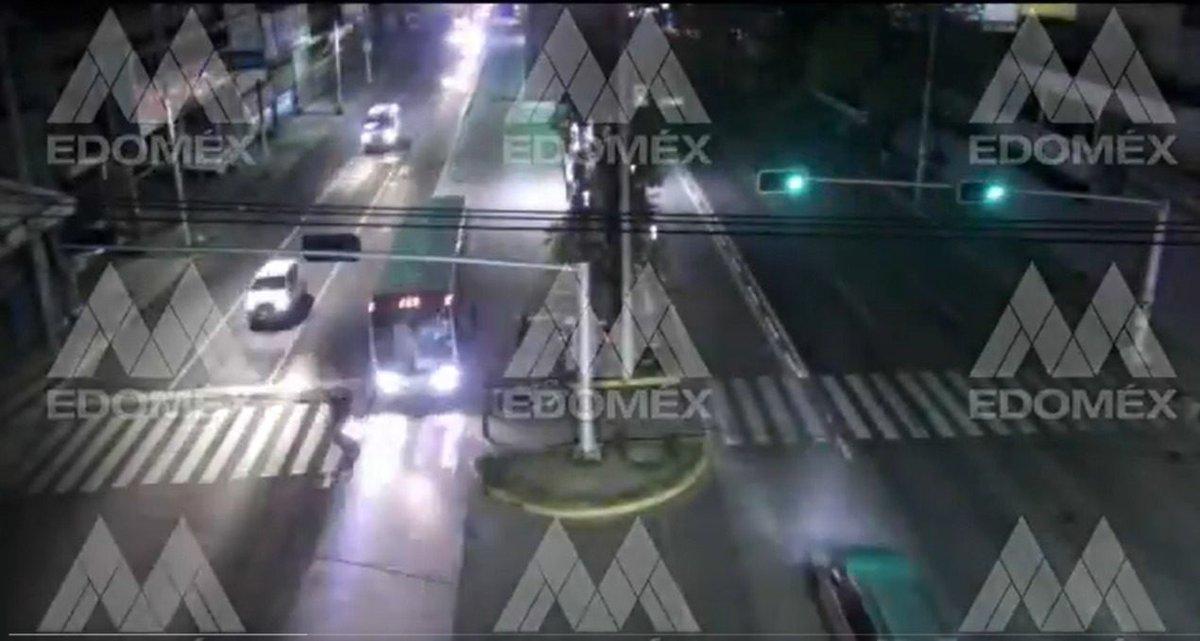 (VIDEO) Motociclista casi es atropellado en Ecatepec - https://t.co/A5gYgNGStQ  #Toluca #Metepec #EdoMex  #Mexico #CDMX https://t.co/vIuxgkuiPX