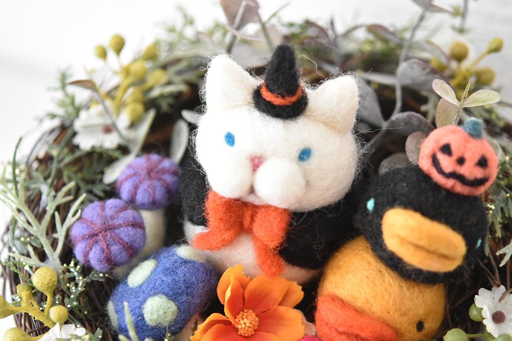 @Lupopo_cafe さま、いつも素敵な企画ありがとうございます。  羊毛やプラバンなどで猫モチーフの作品を制作しています。 手に取っていただいた方がほっこりした気持ちになってもらえるような物づくりを目指しています。  年内は #arteVarie #デザフェス に参加予定。 https://t.co/cotxvzq5hb