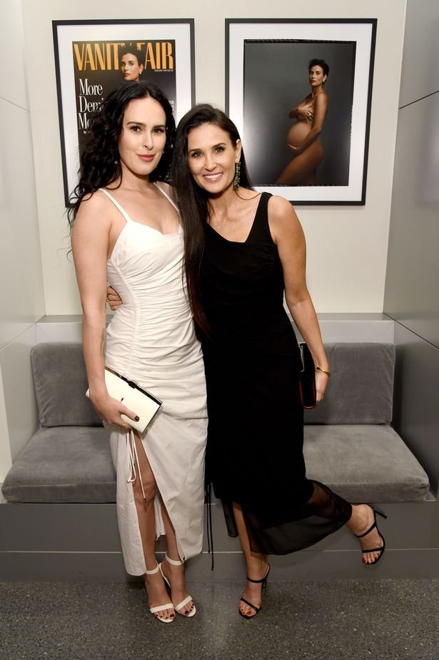 @MirrorCeleb @kuku27 Rumer Willis with her mum, Demi Moore https://t.co/eRD4fBaHkL