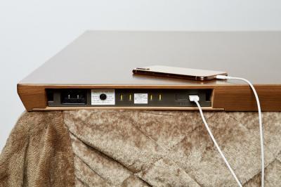 AEON推出了帶有插座和4個USB接頭的暖桌 EjDQrJdU4AAlT35